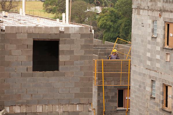 Ribeirao Preto_SP, 10 de Junho de 2011.<br /> <br /> Book de obras Minha Casa Minha Vida.<br /> <br /> Na foto, detalhes da finalizacao do conjunto de predios Recanto Lagoinha, no bairro Lagoinha.<br /> <br /> Foto: LEO DRUMOND / NITRO