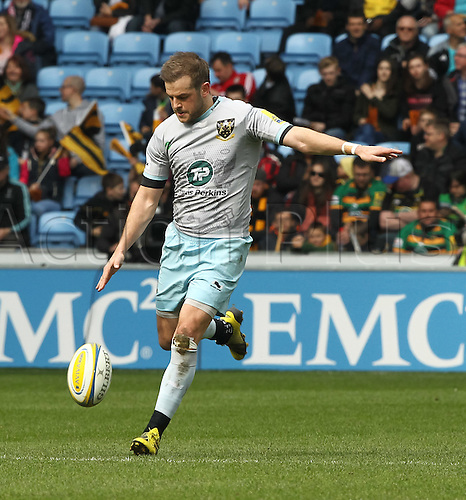 03.04.2016. Ricoh Arena, Coventry, England. Rugby Aviva Premiership. Wasps versus Northampton Saints.  Saints fly-half Stephen Myler restarts the match.