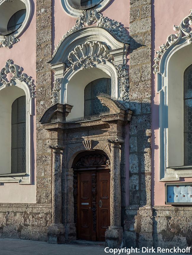 Barocke Spitalkirche (Erbaut 1700 von J.M. Gumpp d.Ält.) auf der Maria-Theresien-Straße, Innsbruck, Tirol, Österreich