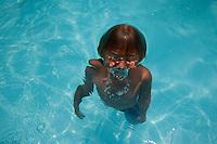 Itupeva_SP, Brasil...Crianca nadando em uma pscina...A child swimming in a pool...Foto: MARCUS DESIMONI / NITRO