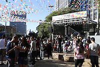 SAO PAULO, SP, 06 DE JULHO DE 2013. ARRAIAL DE SAO PAULO NO VALE DO ANHANGABAU. Público assiste show de forró durante o Arraial São Paulo no Vale do Anhangabaú que acontece neste final de semana no centro de São Paulo. FOTO ADRIANA SPACA/BRAZIL PHOTO PRESS