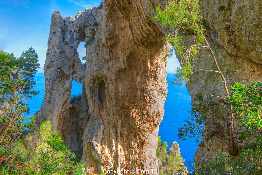 The Arch, quadriple natural arch on cliffs above Capri and Tyrrhenian Sea, Italy