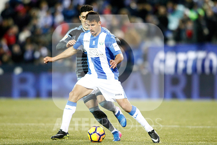 CD Leganes' Gabriel Pires (r) and Celta de Vigo's Pedro Pablo Hernandez during La Liga match. January 28,2017. (ALTERPHOTOS/Acero)