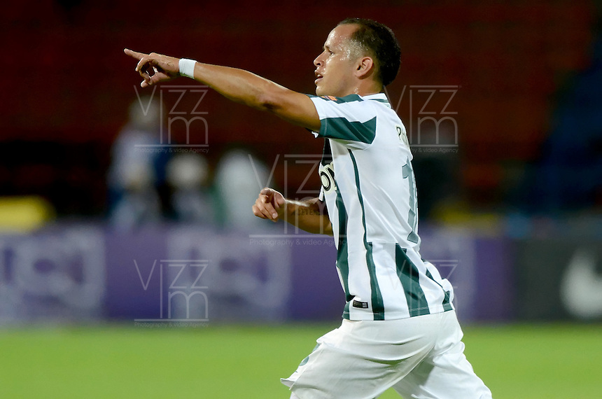 MEDELLÍN -COLOMBIA-31-01-2015. Alejandro Guerra (Izq) jugador de Atlético Nacional celebra un gol anotado a Aguilas Pereira durante partido por la fecha 1 de la Liga Aguila I 2015 jugado en el estadio Atanasio Girardot de la ciudad de Medellín./ Alejandro Guerra (L) player of Atletico Nacional celebrates a goal scored to Aguilas Pereira during the match for the  first date of the Aguila League I 2015 at Atanasio Girardot stadium in Medellin city. Photo: VizzorImage/León Monsalve/STR