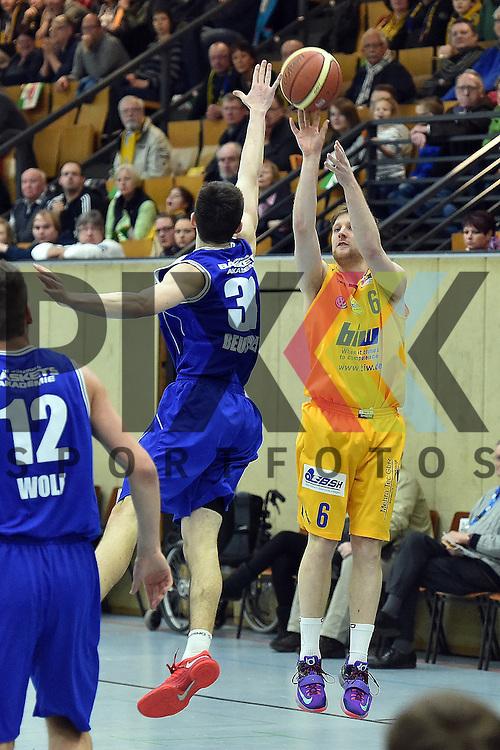 Am Ball Schwelms Nr6 Max Kramer im Spiel EN Baskets Schwelm - TG Wuerzburg.<br /> <br /> Foto &copy; P-I-X.org *** Foto ist honorarpflichtig! *** Auf Anfrage in hoeherer Qualitaet/Aufloesung Belegexemplar erbeten Veroeffentlichung ausschliesslich fuer journalistisch-publizistische Zwecke For editorial use only