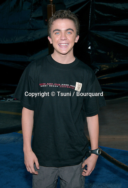 Frankie Muniz arriving at the Blue Crush premiere at the Universal Amphitheatre in Los Angeles. August 8, 2002.           -            MunizFrankie25.jpg