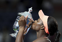 (170910) -- NEW YORK, Sept. 10, 2017 -- Sloane Stephens of the United States kisses the trophy during the awarding ceremony after winning the women s singles final match against Madison Keys of the United States at the 2017 US Open in New York, the United States, Sept. 9, 2017. Sloane Stephens won 2-0 to claim the title. ) <br /> Foto Imago/Insidefoto