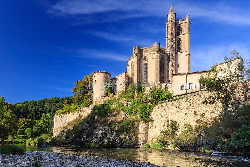 France, Haute-Loire (43), Lavoûte-Chilhac, le prieuré Sainte-Croix et l'Allier // France, Haute Loire, Lavoute Chilhac, Priory Sainte Croix and Allier river
