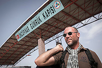 Dimitri Bontinck, a 39 years old belgium heads towards Syria through turksih check points in his attemp to find out his son, a youth belgium who has turned himself into a Islamic fighter who is battling Syrian government army beside radical Muslim groups at the north of Syria.