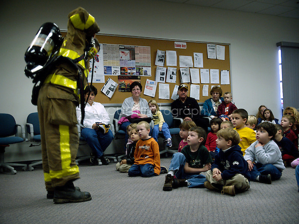A fireman comes to visit a classroom in order to present the danger of fire and what should be done when there is a fire.