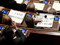 """I senatori dell'Italia dei Valori esibiscono cartelli di protesta durante una seduta nell'aula del Senato, a Roma, 20 gennaio 2010, in occasione del voto sul processo breve..Signs reading """"Berlusconi go to trial"""" are seen on desks of Italia dei Valori's senators during a plenary session at the Senate, in Rome, 20 january 2010, prior to a vote on a bill that will shorten the length of trials..UPDATE IMAGES PRESS/Riccardo De Luca"""