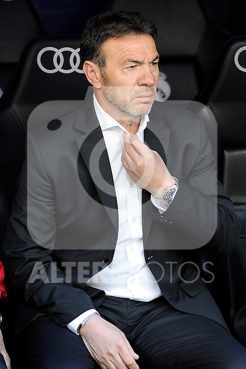 Granada´s coach Abel Resino during 2014-15 La Liga match between Real Madrid and Granada at Santiago Bernabeu stadium in Madrid, Spain. April 05, 2015. (ALTERPHOTOS/Luis Fernandez)