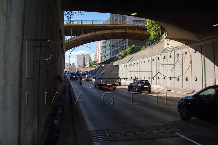 Saída do túnel do Anhangabaú, São Paulo - SP, 07/2016.