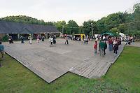 Le plancher (ou la terre battue) est un element determinant pour que les danseurs choisissent un fest-noz