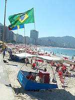 RIO DE JANEIRO, RJ, 26 JULHO 2012 - CLIMA TEMPO - Movimentacao de banhistas na Praia de Copacabana no Rio de Janeiro nesta quita-feira, 26. (FOTO: RONALDO BRANDAO / BRAZIL PHOTO PRESS).