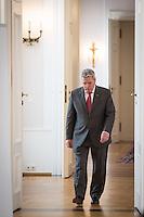 """Berlin, Bundespräsident Joachim Gauck am Freitag (31.05.13) in Schloss Bellevue in Berlin vor Diskussion mit Studierenden von sechs Universitäten zu seiner """"Rede zu Perspektiven der europäischen Idee vom 22. Februar. Foto: Maja Hitij/CommonLens"""