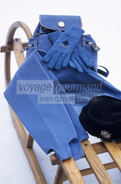 """Europe/France/Rhône-Alpes/74/Haute-Savoie/Megève: Fuseau, gants et sac de chez """"Allard"""" couturier"""