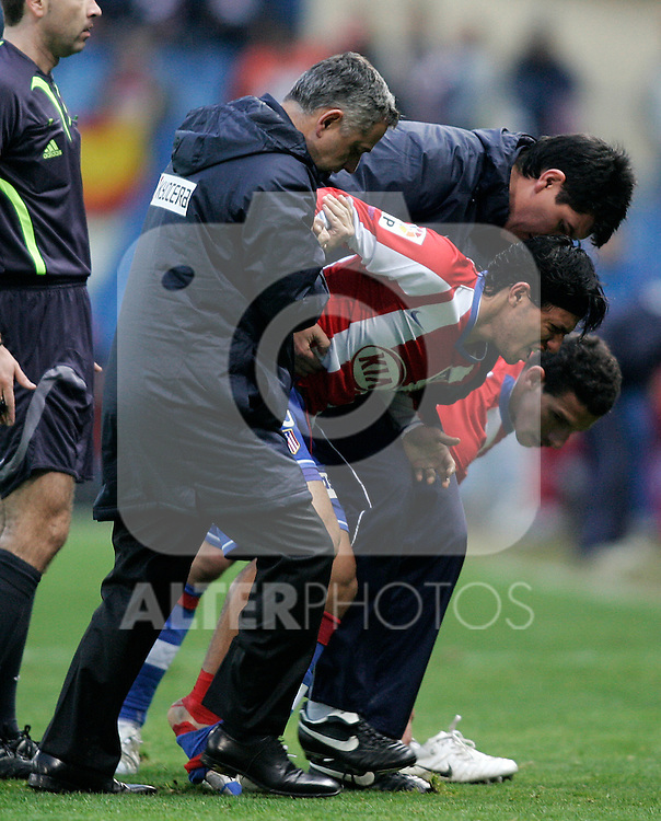 Atletico de Madrid's Kun Aguero injured during the Spanish League match between Atletico de Madrid and Real Murcia at Vicente Calderon Stadium in Madrid, Sunday February 03 2008.(ALTERPHOTOS/Acero).