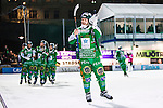 Stockholm 2014-03-05 Bandy SM-semifinal 3 Hammarby IF - V&auml;ster&aring;s SK :  <br /> Hammarbys David Pizzoni Elfving tackar publiken efter matchen <br /> (Foto: Kenta J&ouml;nsson) Nyckelord:  VSK Bajen HIF jubel gl&auml;dje lycka glad happy