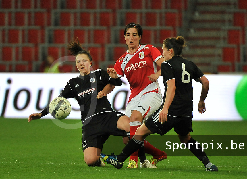 20131009 - LIEGE , BELGIUM : Standard's Cecile De Gernier (middle)  pictured in a duel with Glasgow Suzanne Lappin (left) during the female soccer match between STANDARD Femina de Liege and  GLASGOW City LFC , in the 1/16 final ( round of 32 ) first leg in the UEFA Women's Champions League 2013 in stade maurice dufrasne - Sclessin in Liege. Wednesday 9 October 2013. PHOTO DAVID CATRY
