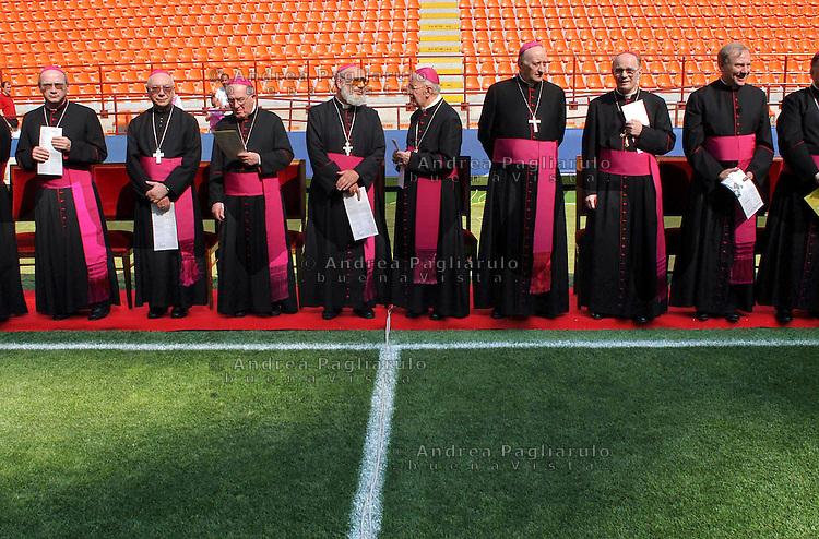 Milano, Stadio di San Siro, incontro con i cresimandi.<br /> Milan, priests at the San Siro stadium.