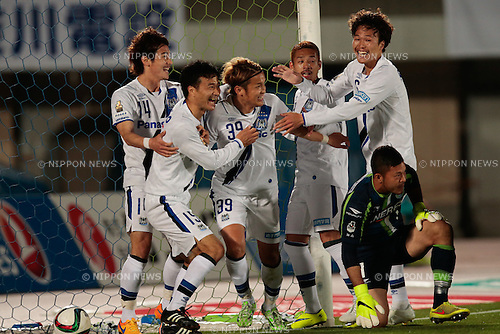 Gamba Osaka team group, <br /> APRIL 18, 2015 - Football /Soccer : <br /> 2015 J1 League 1st stage match <br /> between Shonan Bellmare 0-2 Gamba Osaka <br /> at Shonan BMW Stadium Hiratsuka, Kanagawa, Japan. <br /> (Photo by AFLO SPORT)