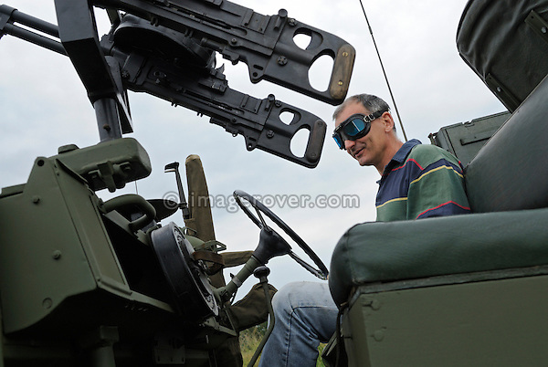 David Pile piloting a Land Rover Series 1 SAS. Dunsfold Collection Open Day 2009. NO RELEASES AVAILABLE.