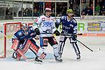 08.09.2017, Eissporthalle am Seilersee - Das Eiswerk, Iserlohn, GER, DEL, Iserlohn Roosters vs Schwenninger Wild Wings, im Bild<br /> <br /> von links: Torh&uuml;ter Sebastian Dahm ( Iserlohn #31 ), Mirko Hoefflin ( Schwenningen #61 ), Dieter Orendorz ( Iserlohn #62 )<br /> <br /> <br /> Foto &copy; nordphoto / Treese