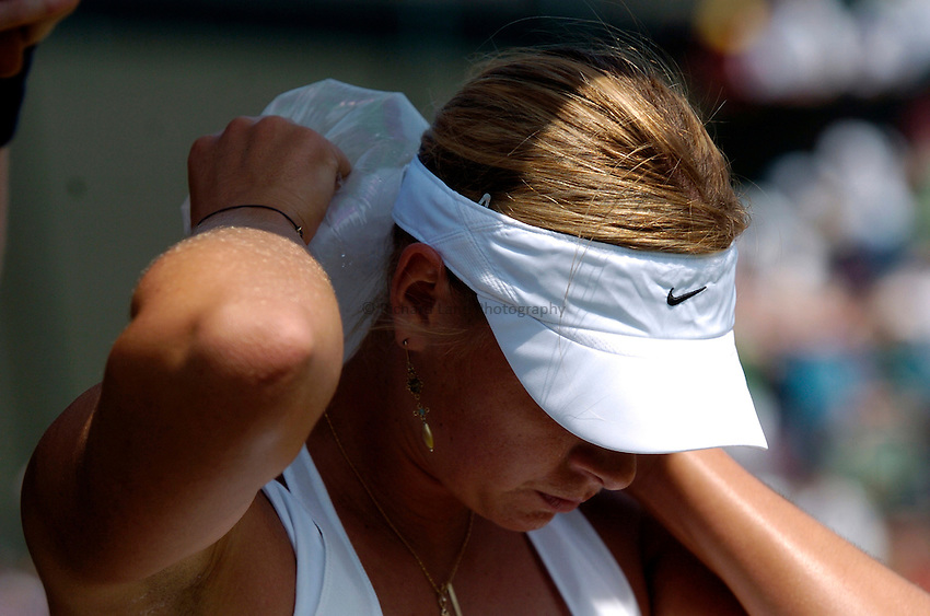 Photo: Richard Lane..Wimbledon Championships. 03/07/2006. .Maria Sharapova of Russia applies ice to her neck to cool down during a play break.
