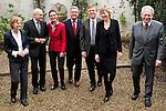 Bruessel-Belgien - 24. Januar 2012 -- Norddeutsche Wissenschaftsminister tagen erstmals in Bruessel - .die Sondersitzung der NWMK (Norddeutsche Wissenschaftsministerkonferenz) ist ein Beitrag Norddeutschlands zu den Beratungen um die Meeres- und Maritime Forschung im Horizon2020 Programm sowie den Foerderthemen des Europaeischen Instituts fuer Innovation und Technologie. Sie weist auf die Bedeutung der Ozeane fuer unsere Zukunft hin und verdeutlicht, dass Deutschland bei ihrer Erforschung eine tragende Rolle spielt. KDM (Konsortium Deutsche Meeresforschung) buendelt wissenschaftliche und technische Kompetenzen Deutschlands im Bereich der Meeresforschung - betont aber auch deren Interessen; hier, unter dem turnusmaessigen Vorsitz Bremens, in der Vertretung der Freien Hansestadt Bremen bei der Europaeischen Union, vlnr 1-7: 1- Prof. Dr. Karin LOCHTE, Vorsitzende Konsortium Deutsche Meeresforschung; 2- Dr. Thomas BEHRENS, Abteilungsleiter im Ministerium fuer Bildung, Wissenschaft und Kultur, Mecklenburg-Vorpommern; 3- Dr. Cordelia ANDRESSEN (Andreßen), Staatssekretaerin fuer Wissenschaft, Wirtschaft und Verkehr, Schleswig-Holstein; 4- Dr. Rudolf STROHMEIER, Stv. Generaldirektor, GD Forschung, Wissenschaft und Innovation in der EU-Kommission; 5- Dr. Joachim SCHUSTER, Staatsrat bei der Senatorin fuer Bildung, Wissenschaft und Gesundheit, Bremen; 6- Dr. Dorothee STAPELFELDT, Senatorin der Behoerde für Wissenschaft und Forschung, Hamburg; 7- Dr. Josef LANGE, Staatssekretaer im Ministerium fuer Wissenschaft und Kultur, Niedersachsen -- Photo: © HorstWagner.eu