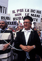 27 GIU 1992 Milano, Manifestazione MSI a favore dell'inchiesta Mani Pulite. FILIPPO BERSELLI<br /> JUN 27 1992 Milan, Demonstration MSI (fascist party) in favor of the investigation Clean Hands. FILIPPO BERSELLI