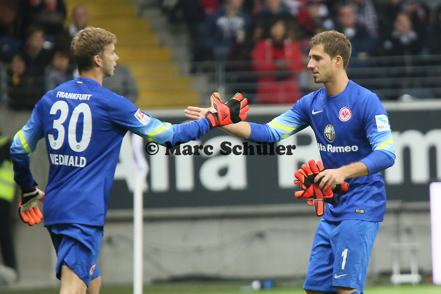 Kevin Trapp (Eintracht) wird verletzt ausgewechselt , Felix Wiewald kommt - Eintracht Frankfurt vs. 1. FSV Mainz 05, Commerzbank Arena