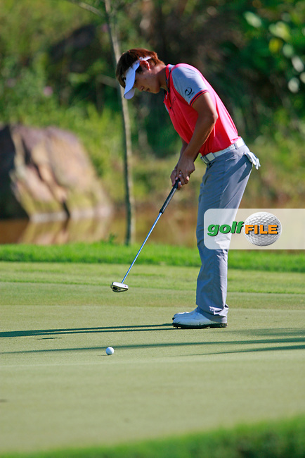 Danny Lee (NZL) takes his putt on the 14th green during Thursday's Round 1 of the 2011 Iskandar Johor Open, Horizon Hills Golf Club, Johor, Malaysia, 15th November 2011 (Photo Eoin Clarke/www.golffile.ie)