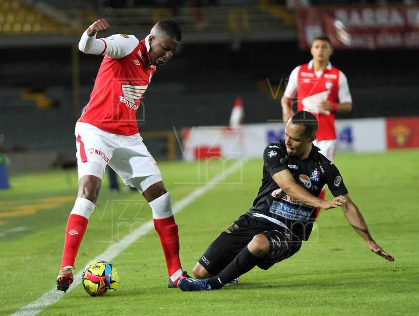 BOGOTA -COLOMBIA- 6 -10--2013.William Zapata (Izq) de Independiente Santa Fe disputa el balon contra Sebastian Puerta  (Der)  de Once Caldas, partido correspondiente a la catorceava  fecha de La Liga Postobon segundo semestre jugado en el estadio El Campin / William Zapata (L) of Independiente Santa Fe dispute the ball against Sebastian Puerta (Der) of Once Caldas, the fourteenth game in La Liga Postobon date second half played at El Campin.Photo: VizzorImage / Felipe Caicedo / Staff