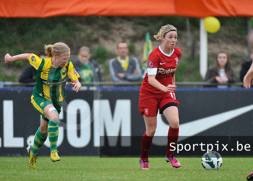 KNVB Beker Finale : ADO Den Haag - FC Twente : Marlous Pieete aan de bal voor Yvette van der Veen (links)<br /> foto DAVID CATRY / Nikonpro.be