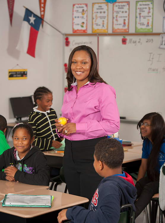 Shawndalyn Holloway teaches her 4th grade class at Valley West Elementary School, May 2, 2013.