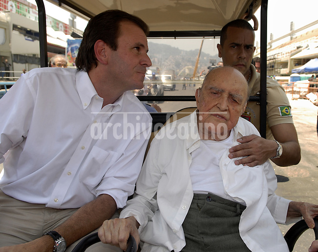 Brasilian architect Oscar Niemeyer and Eduardo Paes, Rio's major visits the Sambodromo after renovation works, Rio de Janeiro, Brazil, February 8, 2012.  Niemeyer is the designer of Sambodromo. (Austral Foto/Renzo Gostoli)