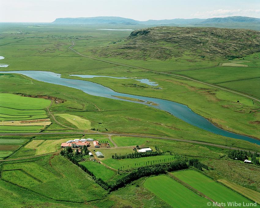 Sp&Ucirc;astair, Biskupstungnahreppur.<br /> Br˙ar&middot; og Mosfell &Igrave; bakgrunni.  /  <br /> Spoastadir, Biskupstungnahreppur.<br /> River Bruara and mount Mosfell in background. Further back is Ingolfsfjall left.   -  New county name: Bl&middot;sk&Ucirc;gabygg /  Blaskogabyggd.