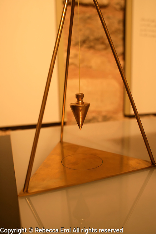 Replica of a levelling instrument at the Museum of the History of Islamic Science and Technology, Istanbul, Turkey. Level with an equilateral triangle as the base according to Qutbaddin as-Sirazi