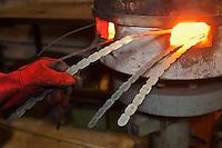 Europe/France/Midi-Pyrénées/12/Aveyron/Aubrac/Laguiole: Fabrication d'un Couteau de Laguiole à la Manufacture de Couteaux:  Forge de Laguiole - Estampage des Mitres