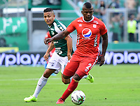PALMIRA - COLOMBIA, 06-10-2019: Feiver Mercado del Cali disputa el balón con Marlon Torres de America durante partido entre Deportivo Cali y América de Cali por la fecha 15 de la Liga Ã?guila II 2019 jugado en el estadio Deportivo Cali de la ciudad de Palmira. / Feiver Mercado of Cali vies for the ball with Marlon Torres of America during match between Deportivo Cali and America de Cali for the date 11 as part Aguila League II 2019 played at Deportivo Cali stadium in Palmira city. Photo: VizzorImage / Nelson Rios / Cont