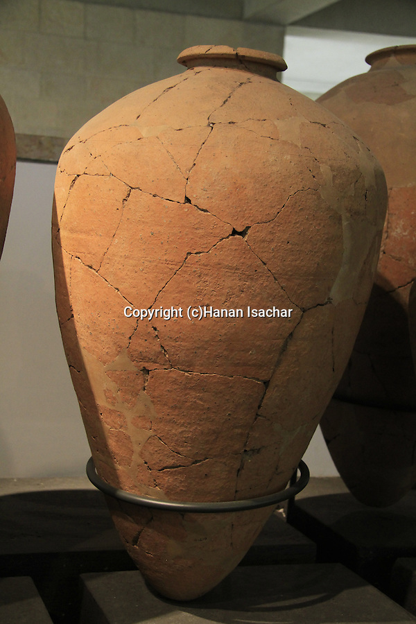 A store jar from Tel Gezer, Canaanite period, 16th century BC, at the Skirball Museum of Biblical Archaeology in Jerusalem
