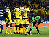 BOGOTA - COLOMBIA - 22 – 03 - 2018: Eder Vergara, arbitro, durante partido aplazado de la fecha 8 entre Millonarios y Alianza Petrolera, por la Liga Aguila I 2018, jugado en el estadio Nemesio Camacho El Campin de la ciudad de Bogota. / Eder Vergara, referee, during a posponed match of the 8th date between Millonarios and Alianza Petrolera, for the Liga Aguila I 2018 played at the Nemesio Camacho El Campin Stadium in Bogota city, Photo: VizzorImage / Luis Ramirez / Staff.