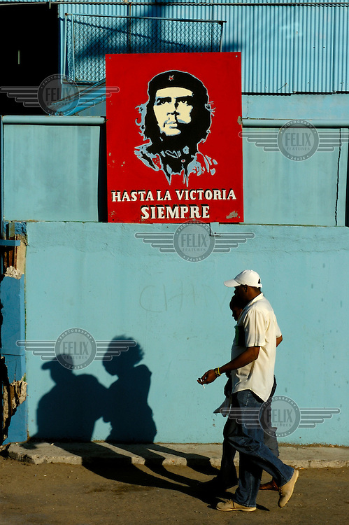 An image of the Marxist revolutionary Che Guevara is rendered on a portside display board above the slogan 'Until the Victory Always!'