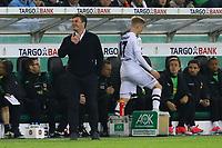 Oscar Wendt (Borussia Mönchengladbach) frustriert nach der Auswechslung in der 1. Halbzeit durch Trainer Dieter Hecking (Borussia Mönchengladbach) - 25.04.2017: Borussia Moenchengladbach vs. Eintracht Frankfurt, DFB-Pokal Halbfinale, Borussia Park
