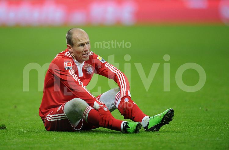 Fussball 1. Bundesliga   Saison   2009/2010  18. Spieltag  15.01.2010 FC Bayern Muenchen  - 1899 Hoffenheim Arjen Robben (FCB) am Boden