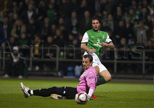 18/03/2010 Football UEFA Europa League Werder Bremen v Valencia. Claudio Pizarro Werder missed against Goalkeeper Cesar Sanchez.