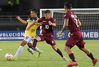 PEREIRA – COLOMBIA, 24-01-2020: Daniel Saggiomo de Venezuela disputa el balón con Jordan Rezabala de Ecuador durante partido entre Venezuela y Ecuador por la fecha 3, grupo A, del CONMEBOL Preolímpico Colombia 2020 jugado en el estadio Hernán Ramírez Villegas de Pereira, Colombia. / Daniel Saggiomo of Venezuela fights the ball with Jordan Rezabala of Ecuador during the match between Venezuela and Ecuador for the date 3, group A, for the CONMEBOL Pre-Olympic Tournament Colombia 2020 played at Hernan Ramirez Villegas stadium in Pereira, Colombia. Photo: VizzorImage / Mauricio Ortiz / Cont