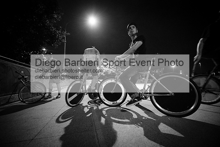 Settembre 2014, Torino - Urban biker, piazza Sospello Le foto degli album B&W sono disponibili come stampe. Per preventivi mail a diebarbieri@libero.it Le foto degli album B&W sono disponibili come stampe. Per preventivi mail a diebarbieri@libero.it