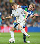 Real Madrid's Toni Kroos (l) and WfL Wolfsburg's Andre Schurke during Champions League 2015/2016 Quarter-finals 2nd leg match. April 12,2016. (ALTERPHOTOS/Acero)